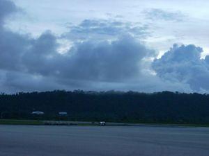 Mendung di atas landasan bandara Biak di pagi hari 1 Des 08