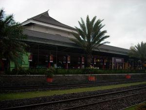 Stasiun Bandung di pagi hari