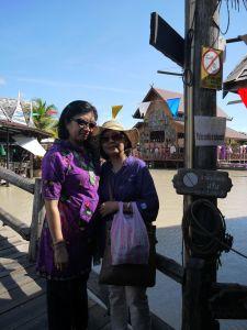 Bersama Meity di Floating Market